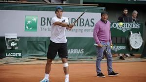 Rafa Nadal junto a su tío Toni, en Roland Garros 2013