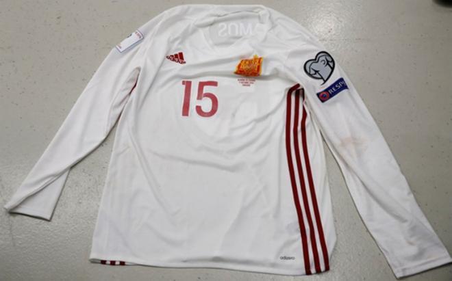La Federación mostró la camiseta manga larga sin franjas