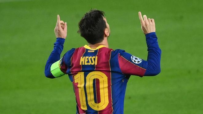 No podía ser otro: Messi marcó el primer gol de esta Champions de penalti