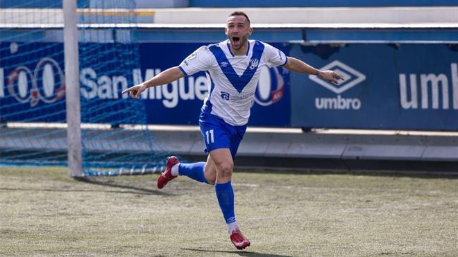 El jugador del Europa David Jiménez celebra un gol esta temporada.