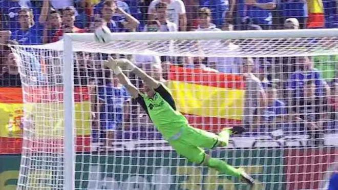 LALIGA   Getafe-Barça (1-2): Paradón de Guaita ante la falta de Messi que iba a la escuadra