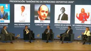 Pau Serracanta, el segundo por la izquierda, participando en una conferencia sobre patrocinio deportivo