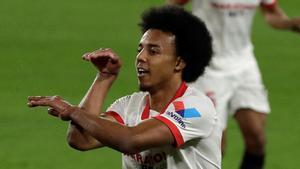 Koundé celebrando un gol con el Sevilla
