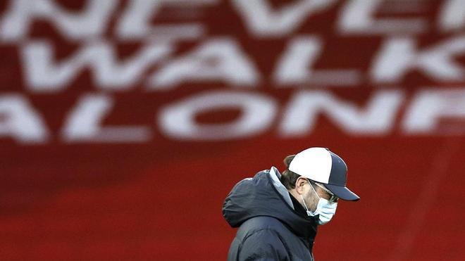 Jürgen Klopp, abatido tras la derrota en el derbi contra el Everton