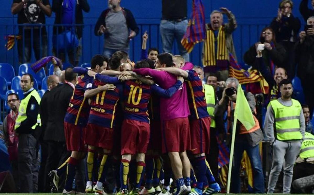 Los jugadores del Barça celebran la Copa