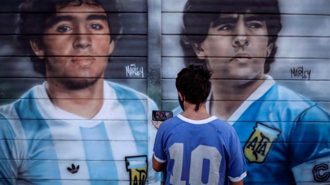 Maradona, ídolo en Argentina y Nápoles