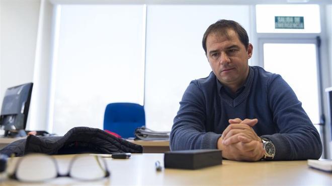 Jordi Lardín, en su despacho en la ciudad deportiva de Sant Adrià