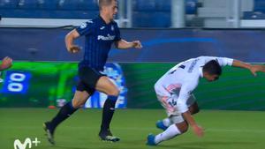 ¡El árbitro perdonó la segunda amarilla a Casemiro! Vean el piscinazo del jugador del Real Madrid ante la Atalanta