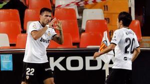 Maxi Gómez junto a Kang-In