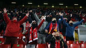 Los aficionados del Liverpool, en la luna tras volver a Anfield
