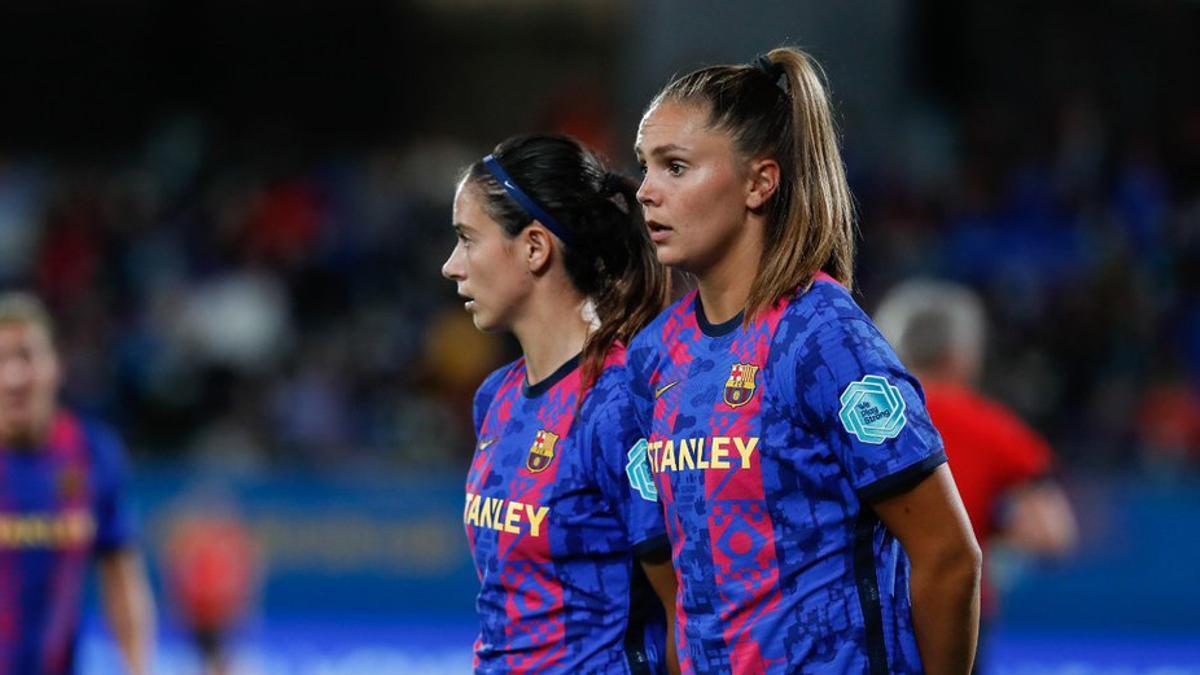 Lieke Martens y Aitana Bonmatí ante el Arsenal
