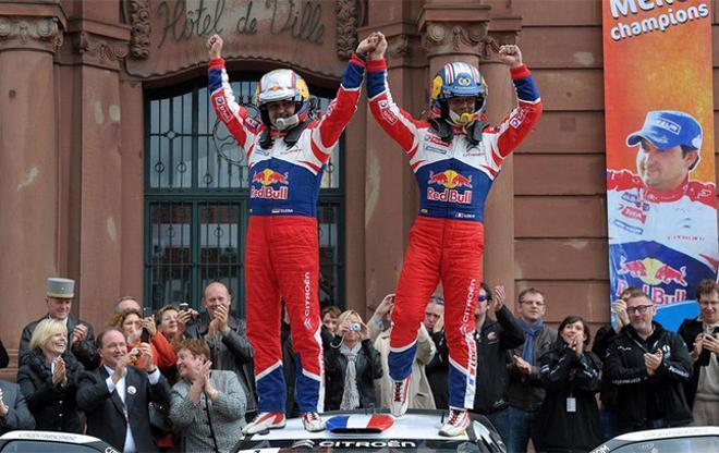 Loeb y su copiloto, Daniel Elena, festejaron su título