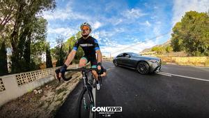 Carlos Coloma y Antonio Gassó nos recuerdan la distancia en los adelantamientos a los ciclistas
