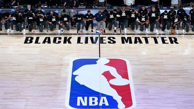 Un gesto para reivindicar la lucha contra el racismo