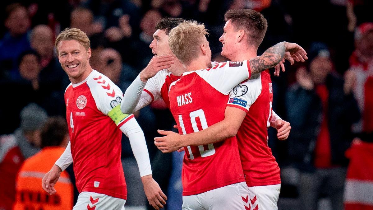 Dinamarca celebrando el gol contra Austria