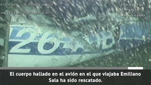 Rescatan el cuerpo del avión de Sala