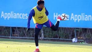 Junior Firpo, durante un entrenamiento del FC Barcelona