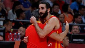 Ricky Rubio se abraza con Sergio Scariolo