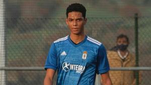 Etienne Etoo juega en el Oviedo