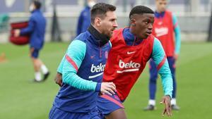 Leo Messi e Ilaix Moriba, durante un entrenamiento