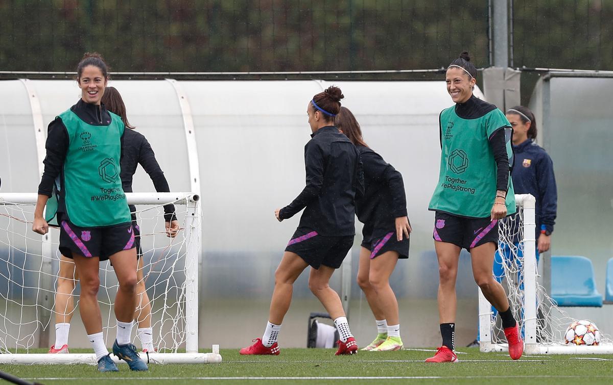 Torrejón y Jenni en un entrenamiento del Barça previo a la Champions League