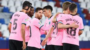 Los jugadores del Barça celebran el gol de Messi contra el Levante