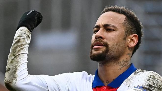 Neymar celebrando uno de sus goles contra el Lorient