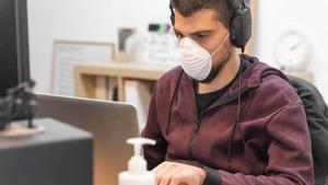 Madrid elimina la obligatoriedad de llevar mascarilla en el trabajo con una condición