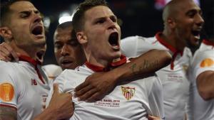 El Sevilla comenzó dominado y acabó, arrollador, ganando la final al Liverpool
