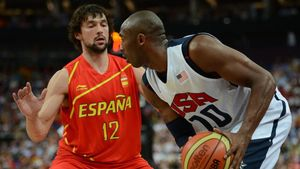 Sergio Llull defiende a Kobe Bryant en la final olímpica de Londres 2012