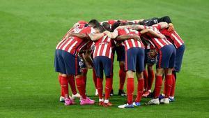 Los jugadores del Atlético hacen piña