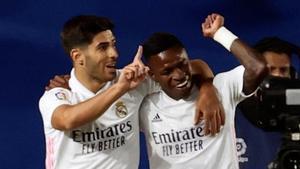 Asensio con Vinicius celebrando un gol