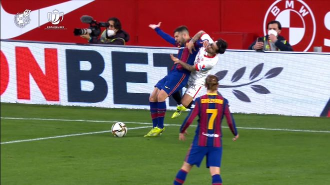 Así fue el penalti que reclamó Jordi Alba ante el Sevilla