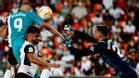 Benzema anotó el gol de la victoria en Mestalla tras una asistencia de Vinicius