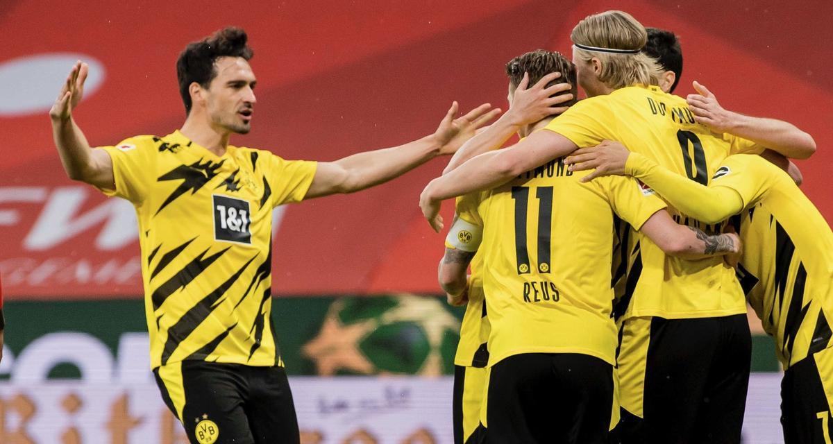 Los jugadores del Borussia Dortmund celebran un gol ante el Mainz 05 en el Opel Arena.
