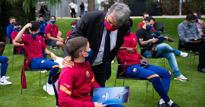 Joan Laporta se mostró emocionado y feliz en el acto con los chavales de La Masia