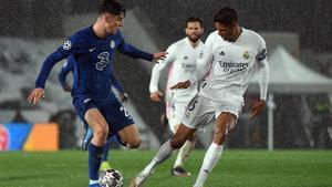 Varane, durante una acción del duelo contra el Chelsea