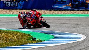 Jack Miller entrando en curva con la Ducati