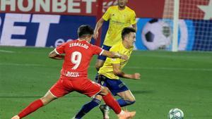 Zeballos, en un lance con el Girona de la temporada pasada