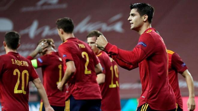Álvaro Morata celebra efusivamente el gol que abrió el marcador
