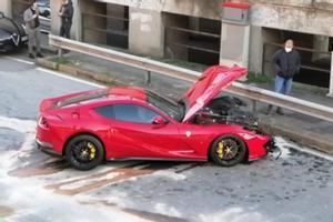 El portero del Genoa destroza su Ferrari al darle un lavado