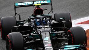 Bottas se lleva la sprint pero saldrá último en Monza
