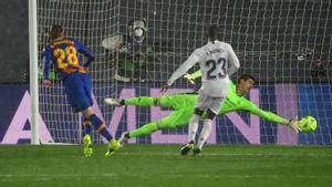 El gol de Mingueza que recortó distancias en el marcador