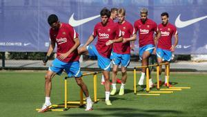 Seriedad y trabajo: el entrenamiento del Barça tras caer ante el Bayern