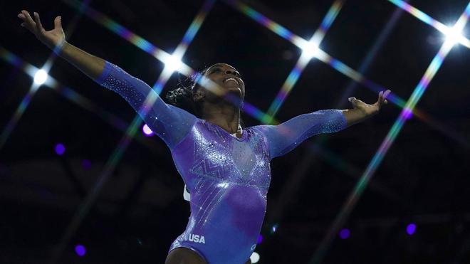 Simone Biles, durante uno de sus ejercicios