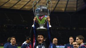 Luis Enrique levanta la Champions League en Berlín (2015)