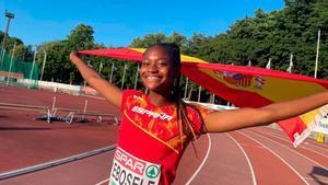 Tessy Ebosele, celebrando su plata en salto de longitud