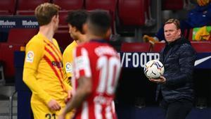 Ronald Koeman, durante el Atlético-Barça de La Liga 2020/21