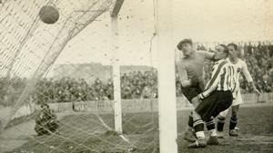 Gorostiza marca en el partido de Liga jugado en San Mamés, Athletic 6 - Valencia 2, en 1934