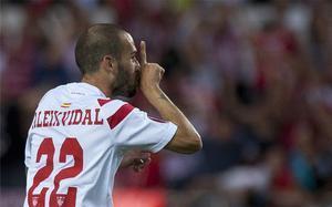 Aleix Vidal celebrando uno de los dos goles ante la Fiorentina